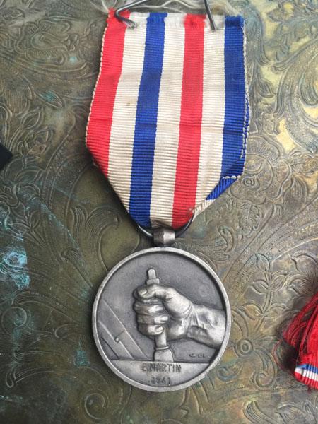 medalE.jpg