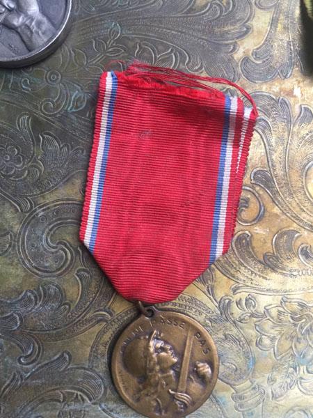medalF.jpg