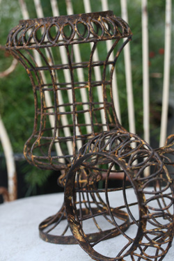 Wire Mini Urn - Rust