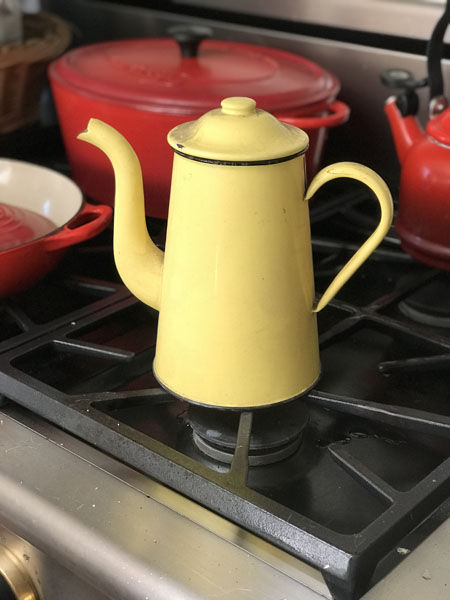 yellowpot.jpg